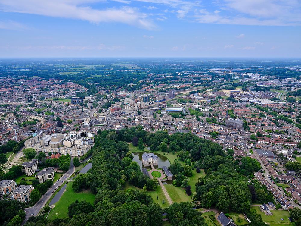 Nederland, Overijssel, Gemeente Almelo; 21–06-2020; Overzicht van de stad Almelo met in de voorgrond Landgoed Huize Almelo met Huis Almelo. Kasteel of havezate is eigendom van de familieVan Rechteren Limpurg.<br /> Country estate Huize Almelo with Manor house Almelo. Castle is owned by the Van Rechteren Limpurg family.<br /> <br /> luchtfoto (toeslag op standaard tarieven);<br /> aerial photo (additional fee required)<br /> copyright © 2020 foto/photo Siebe Swart