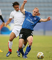 Fotball<br /> Foto: Witters/Digitalsport<br /> NORWAY ONLY<br /> <br /> 08.01.2007<br /> Amir Hossein Sadeghi, Volker Schmidt HSV<br /> Fussball Dubai Challenge 2007 Hamburger SV - Iran 2:1