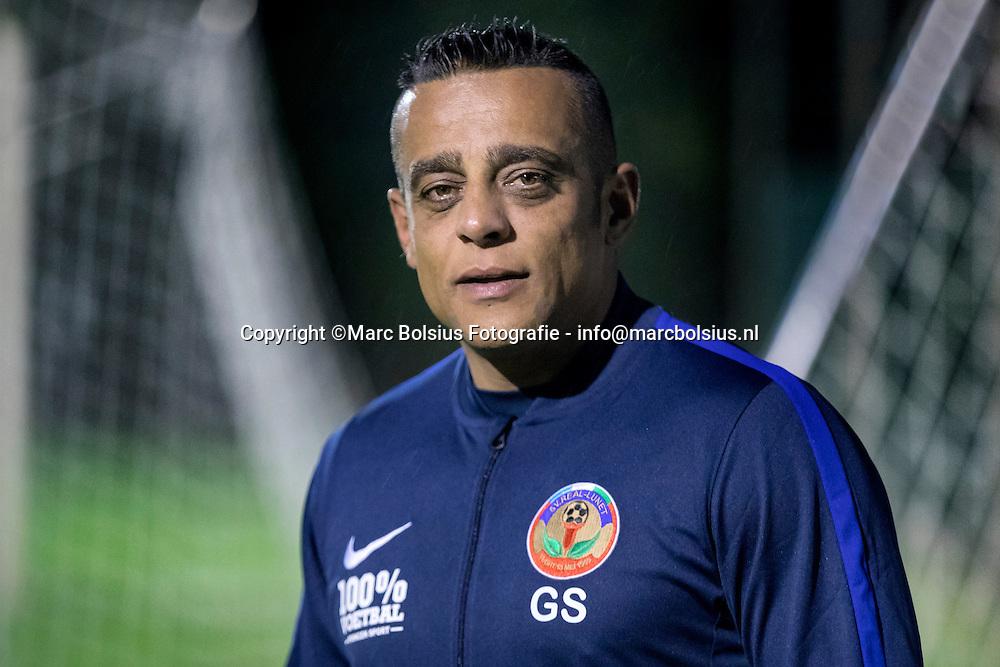 Nederland,  Vught, trainer van voetbalclub Real Lunet ,Glen Simon