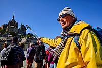France, Manche (50), Baie du Mont Saint-Michel classé Patrimoine Mondial de l'UNESCO, Abbaye du Mont Saint-Michel, traversée à pied de la Baie du Mont Saint-Michel avec Jack Lecoq, guide officiel // France, Normandy, Manche department, Bay of Mont Saint-Michel Unesco World Heritage, Abbey of Mont Saint-Michel, crossing on foot of Mont Saint-Michel Bay