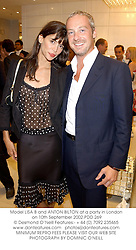 Model LISA B and ANTON BILTON at a party in London on 10th September 2002.	PDD 269
