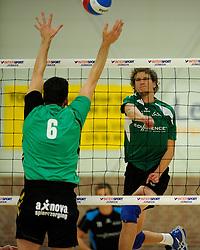 27-10-2012 VOLLEYBAL: VV ALTERNO - E DIFFERENCE SSS: APELDOORN<br /> Eerste divisie A mannen - Alterno wint met 4-0 van SSS / Kevin van de Pol<br /> ©2012-FotoHoogendoorn.nl