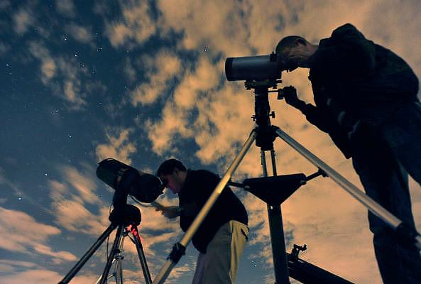 Nederland, Malden, 29-10-2011Sterrenkijken tijdens de Nacht van de Nacht. Tijdopname.Foto: Flip Franssen/Hollandse Hoogte