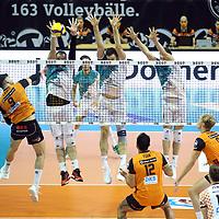 17.10.2020, Max Schmeling Halle, Berlin, GER, 1.VBL, BR VOLLEYS VS. SWD powervolleys Dueren, <br /> im Bild Timothee Carle (BR Volleys #9),<br /> Sebastian Gevert (Dueren #13), Tobias Brand (Dueren #10), Tim Broshog (Dueren #3)<br /> <br />      <br /> Foto © nordphoto / Engler