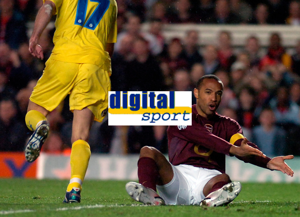Photo: Alan Crowhurst.<br />Arsenal v Villarreal. UEFA Champions League. Semi-Final, 1st Leg. 19/04/2006. Thierry Henry of Arsenal tells his players where he wants the ball.