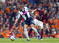 Photo: Chris Ratcliffe.<br />Arsenal v West Bromwich Albion. The Barclays Premiership. 15/04/2006.<br />Jose Antonio Reyes of Arsenal tussles with Diomansy Kamara of West Brom of West Brom