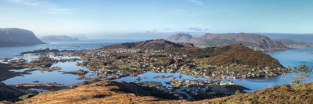 Bergsøy is an island in the municipality of Herøy in Møre og Romsdal county, Norway. The island is the location of the municipal center of Fosnavåg as well as the Eggesbønes industrial area   Bergsøy er en øy i Herøy Kommune M&R. Her finn vi blant anna kommunesenteret, Fosnavåg by og Mjølstadneset industriområde.