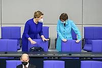 11 FEB 2021, BERLIN/GERMANY:<br /> Franziska Giffey, SPD; Bundesfamilienministerin, und Annegret Kramp-Karrenbauer, CDU, Bundesverteidigungsministerin, im Gespraech, vor Beginn der Regierungserklaerung der Bundeskanzlerin zur Bewaeltigung der Corvid-19-Pandemie, Plenum, Reichstagsgebaeude, Deutscher Bundestag<br /> IMAGE: 20210211-01-010<br /> KEYWORDS: Corona, Gespräch, Mundschutz, Maske