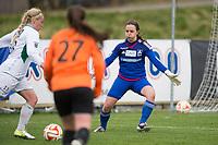Fotball<br /> 6. Mai 2015<br /> Norgesmesterskapet 2. runde<br /> Myrdal gress<br /> Åsane - Klepp 2 - 3<br /> Therese Sessy Åsland (L) , Klepp <br /> prøver seg på keeper Silje Karin Hatland (R) , Åsane som gjorde en god kamp<br /> Foto: Astrid M. Nordhaug