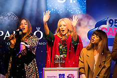 2015-11-01 Kylie sparkles as Christmas lights are switched on in Oxford Street