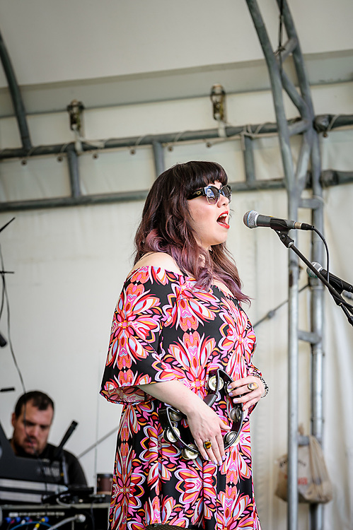 Amanda Brizzi of and performing with Hotsy Totsy at the Appel Farm's 2017 Wine & Music Festival.