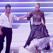NLD/Hilversum/20120901 - 2de liveshow AVRO Strictly Come Dancing 2012, Sabine Uitslag en danspartner Pascal Maassen