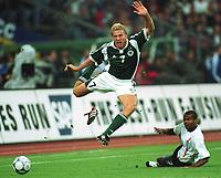 Fotball: Tyskland-England 1-5. München. 01.09.01.<br /><br />v.l. Marko REHMER, Ashley COLE<br />                 WM-Quali   Deutschland - England  1:5