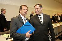 24 JAN 2006, BERLIN/GERMANY:<br /> Friedbert Pflueger (L), CDU, Parl. Staatssekretaer im Bundesverteidigungsministerium, und Franz Josef Jung (R), CDU, Bundesverteidigungsminister, im Gespraech, vor Beginn der CDU/CSU Fraktionssitzung, Deutscher Bundestag <br /> IMAGE: 20060124-01-037<br /> KEYWORDS: Friedbert Pflüger