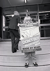 Picket outside Silentnight shop, Nottingham UK 1986.  Workers on strike over management's demands on increased productivity resulting in 346 workers being sacked.  Longest strike action against one company in Britain