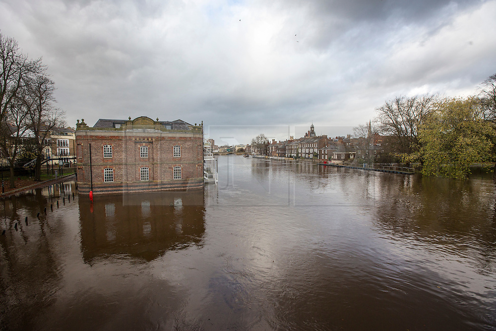© Licensed to London News Pictures. 16/11/2015. York UK. The River Ouse has broken it's banks in York & flooded buildings & roads through the centre of the city after this weekends heavy rain. Photo credit: Andrew McCaren/LNP