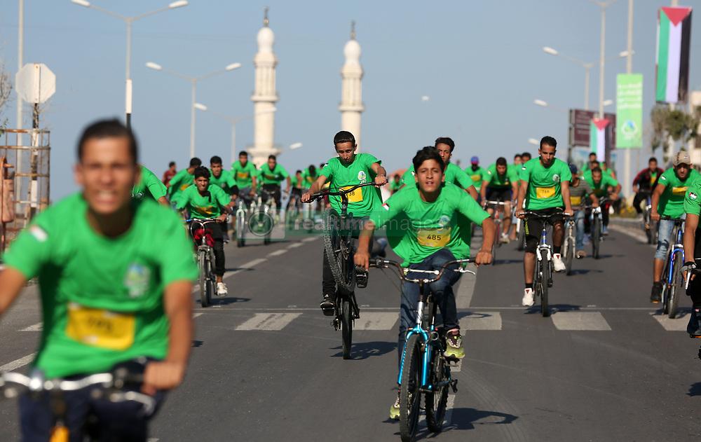 November 10, 2017 - Gaza, gaza strip, Palestine - Palestinians cyclists participate in a ''national unity marathon'' organised by the Palestine Athletic Federation to support national reconciliation, in Gaza City on November 10, 2017. (Credit Image: © Majdi Fathi/NurPhoto via ZUMA Press)