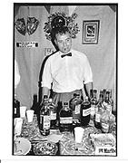 Barman, Don't hate Sculpt. Bob and Roberta Smith private view. Chisenhale Gallery. London E3. 12 September 1997. © Copyright Photograph by Dafydd Jones 66 Stockwell Park Rd. London SW9 0DA Tel 020 7733 0108 www.dafjones.com
