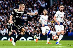 Donny van de Beek of Ajax scores a goal to make it 1-0 - Mandatory by-line: Robbie Stephenson/JMP - 30/04/2019 - FOOTBALL - Tottenham Hotspur Stadium - London, England - Tottenham Hotspur v Ajax - UEFA Champions League Semi-Final 1st Leg
