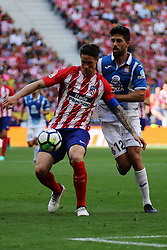 MADRID, May 7, 2018  Atletico Madrid's Fernando Torres (F) vies with RCD Espanyol's Didac Villa during a Spanish league match between Atletico Madrid and RCD Espanyol in Madrid, Spain, on May 6, 2018. Atletico Madrid lost 0-2. (Credit Image: © Edward Peters Lopez/Xinhua via ZUMA Wire)