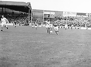 Roscommon and Armagh players both race to be the first to the ball during the All Ireland Senior Gaelic Football Semi Final Replay Roscommon v Armagh in Croke Park on the 28th August 1977. Armagh 0-15 Roscommon 0-14.