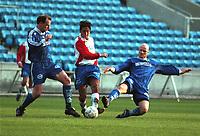 99042719: Hassan El Fakiri, Lyn, blir tatt hånd om av ??? og Mikael Edvardson, Hønefoss, i kampen på Ullevaal 25. april 1999. (Foto: Peter Tubaas)