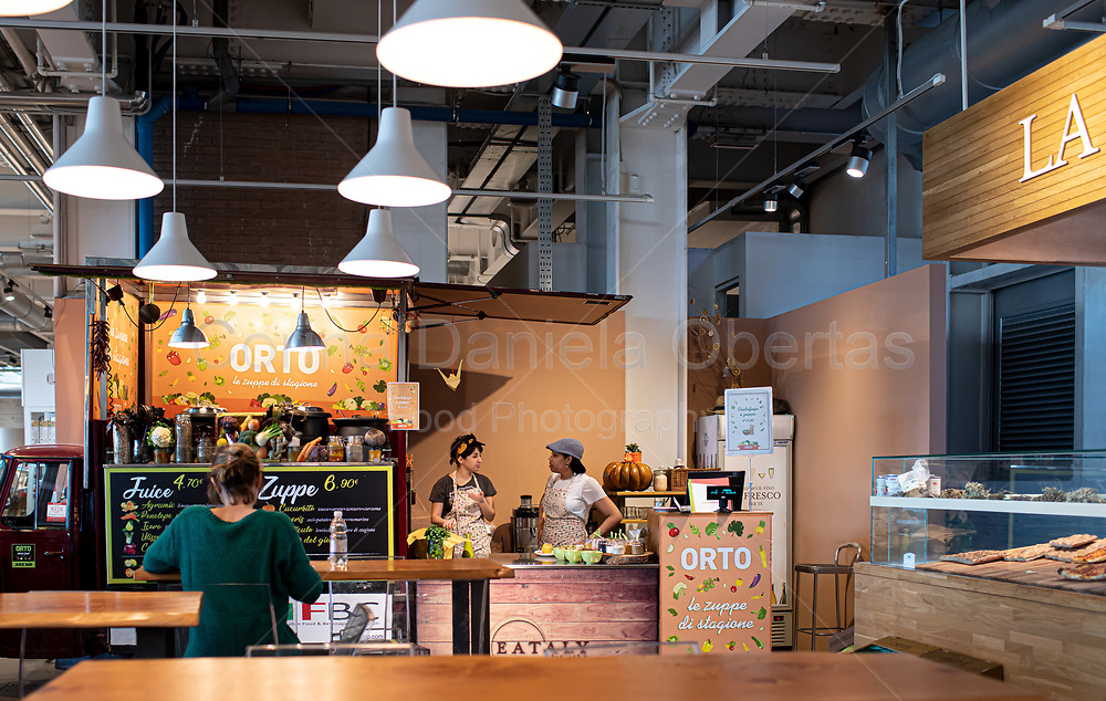 Eataly restoration area build in an original formula that combines sales and restaurant spaces with areas dedicated to moments of sociability.