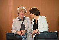 DEU, Deutschland, Germany, Berlin, 21.03.2018: Prof. Monika Grütters (CDU), Staatsministerin für Kultur und Medien, und die neue Integrationsbeauftragte der Bundesregierung, Annette Widmann-Mauz (CDU), vor Beginn der 2. Kabinettsitzung im Bundeskanzleramt.