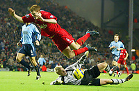 Fotball<br /> Premier League 2004/05<br /> Liverpool v Southampton<br /> 28. desember 2004<br /> Foto: Digitalsport<br /> NORWAY ONLY<br /> John Arne Riise of Liverpool is clattered by Southampton goalkeeper Antti Niemi