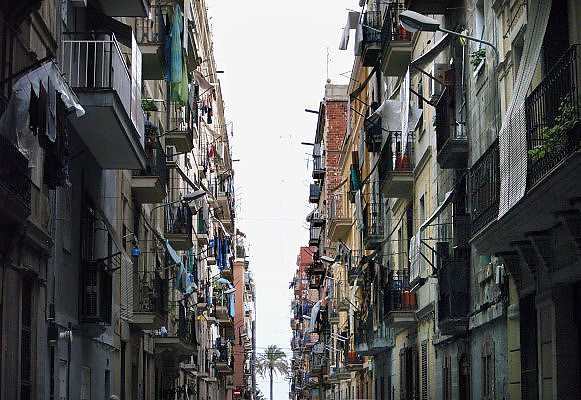 Spanje, Barcelona, 27-5-2007..Een straat in de wijk Barcelonetta, waar van oudsher de vissers woonden...Foto: Flip Franssen
