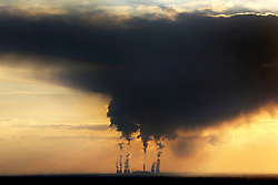 """© Licensed to London News Pictures. 25/09/2015. Drax, UK. Stock picture shows Drax Power Station in North Yorkshire. The power station has today pulled out of a £1bn plan to build a carbon capture project. The decision, the company said, was based purely """"on a drastically different financial and regulatory environment"""".<br /> Drax was given European funding for the project, called White Rose, last July. It would have seen a new plant built new to Drax's existing power station and would create enough energy to power 630,000 homes, with the majority of CO2 transported by pipelines for storage under the North Sea.<br /> Photo credit: Andrew McCaren/LNP"""