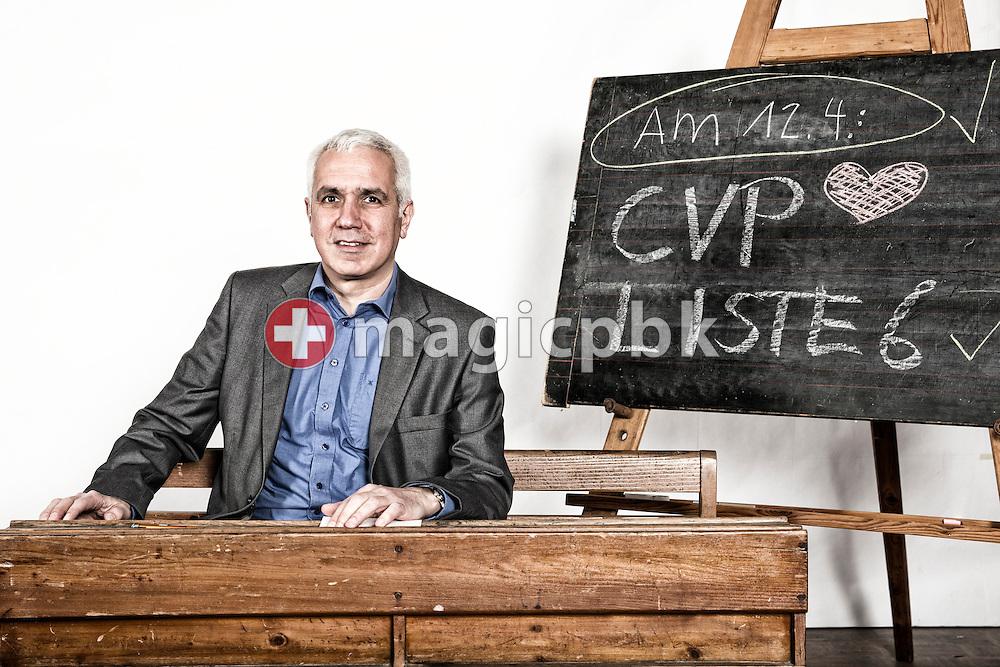Farid Zeroual, Kandidat CVP Liste 6 des Kanton Zuerich, posiert fuer ein Foto in historischen Schulbaenken am 18. Maerz 2015 in Thalwil. (Photo by Patrick B. Kraemer / MAGICPBK)