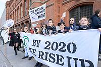 11 OCT 2019, BERLIN/GERMANY:<br /> Jugendliche bilden im Rahmen einer Demo von Fridays for Future eine Kette um das Rote Rathaus und fordern wirkungsvolle Massnahmen gegen den Klimawandel, Rotes rathaus<br /> IMAGE: 20191011-01-042<br /> KEYWORDS: Demonstration, Demo, Demonstranten, Klima, Klimawandel, climate change, protest, Schueler, Schüler, Studenten, Protest