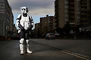 Alexandra Wiedmer, verkleidet sich als Imperialer Stormtrooper. © Adrian Moser