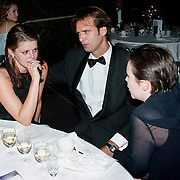 Premiere Dinnershow 2000, Laura de Cock en vriend in gesprek