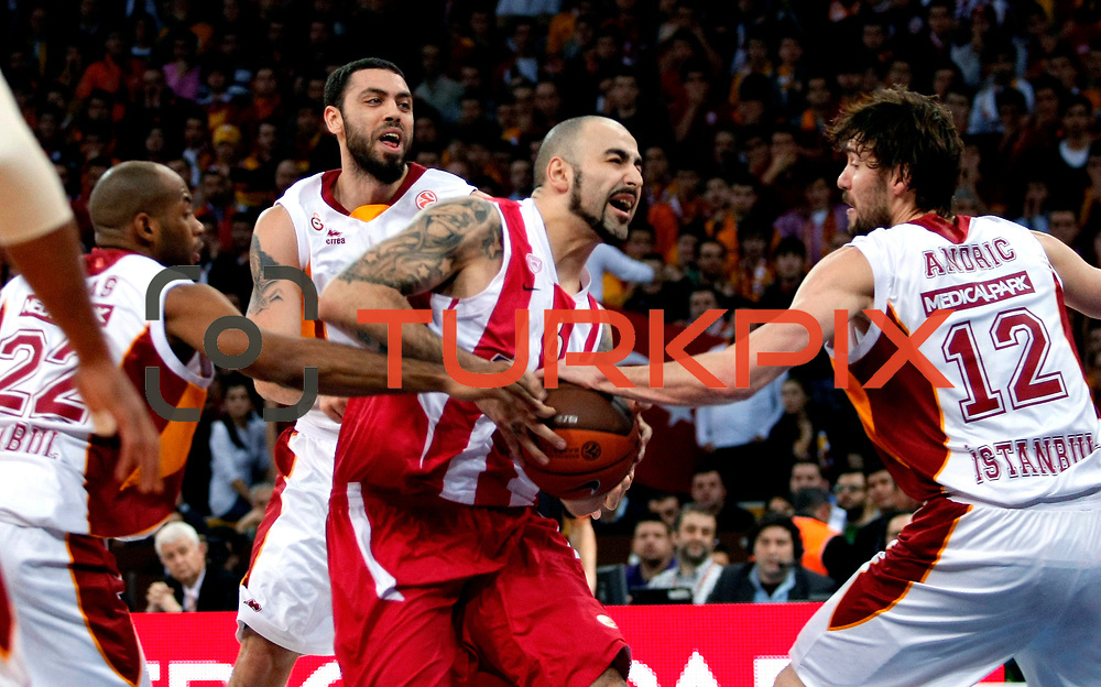 Olympiacos's Pero Antic (C) during their Turkish Airlines Euroleague Basketball Top 16 Group E Game 2 match Galatasaray between Olympiacos at Abdi Ipekci Arena in Istanbul, Turkey, Thursday, January 26, 2012. Photo by TURKPIX