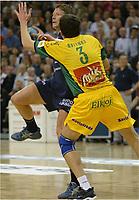 Håndball,<br /> Handball Champions League Finale <br /> Flensburg Handewitt - Pivovarna Celje<br /> v.l. Jonny Jensen, Siarhej Rutenka <br /> Foto: Digitalsport