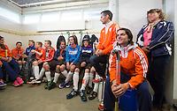 ABCOUDE - Tom Hiebendaal  en Dave Smolenaars.  VOLVO JUNIOR CUP hockey . Abcoude C1 , met Alyson Annan als coach, en Heerhugowaard met Dave Smolenaars als coach,  strijden in Abcoude om de cup. Heerhugowaard wint met 3-1. COPYRIGHT KOEN SUYK