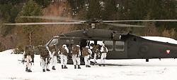 25.02.2010,  Lavanter Forcha, Lavant, AUT, Bundesheer Übung, im Bild S 70 Black Hawk, des österreichischen Bundesheeres, nimmt Soldaten auf, EXPA Pictures © 2010, PhotoCredit: EXPA/ J. Feichter / SPORTIDA PHOTO AGENCY.