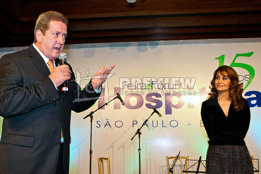 José Carlos Abrahão, presidente da CNS com a Dra. Waleska Santos durante o jantar para comemoração dos 15 anos da Hospitalar na HOSPITALAR 2008 - 15ª Feira Internacional de Produtos, Equipamentos, Serviços e Tecnologia para Hospitais, Laboratórios, Clínicas e Consultórios, que acontece de 10 a 13 de junho de 2008, no Expo Center Norte, em São Paulo. FOTO: Jefferson Bernardes/Preview.com