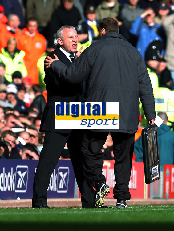 PETER REID MANGER LEEDS UNITED LOOSES HIS COOL WITH THE 4TH OFFICIAL <br /> LIVERPOOL V LEEDS UNITED PREMIER LEAGUE 25/10/03<br /> PHOTO ROBIN PARKER, DIGITALSPORT