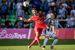 (L-R) Stijn Wuytens of AZ, Adjin Hrustic of FC Groningen during the Dutch Eredivisie match between FC Groningen and AZ Alkmaar at Noordlease stadium on October 15, 2017 in Groningen, The Netherlands