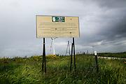 Un cartello informativo nell'area di campagna dove sarebbero state sversate tonnellate di rifiuti della Camorra, nelle immediate vicinanze di Ordona in provincia di Foggia, Ordona 29 Aprile 2014.  Christian Mantuano / OneShot