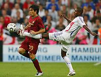 Fotball<br /> VM 2006<br /> Semifinale<br /> Frankrike v Portugal 1-0<br /> Foto: Witters/Digitalsport<br /> NORWAY ONLY<br /> <br /> World Cup 2006 - Semi Final<br /> Portugal v France<br /> 5th July, 2006<br /> <br /> v.l. Deco, Eric Abidal Frankreich<br /> Fussball WM 2006 Halbfinale Portugal - Frankreich