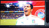 Fotball<br /> EM-kvalifisering<br /> 15th UEFA European Championship<br /> Qualifying Round<br /> Norge v Italia / Norway v Italy 0:2<br /> 09.09.2014<br /> Foto: Morten Olsen, Digitalsport<br /> <br /> 1 Gianluigi Buffon - Juventus / Italy<br /> Singing national anthem on the big screen
