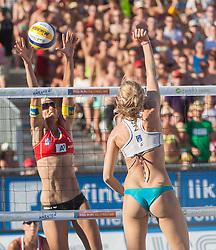 02.08.2013, Klagenfurt, Strandbad, AUT, A1 Beachvolleyball EM 2013, Viertelfinale Damen, Spiel 67, im Bild v.l.n.r Doris Schwaiger 2 AUT, Stefanie Schwaiger 1 AUT,  Evgenia UKOLOVA 2 RUS// during ladies quarterfinals match 67 of the A1 Beachvolleyball European Championship at the Strandbad Klagenfurt, Austria on 2013/08/02. EXPA Pictures © 2013, EXPA Pictures © 2013, PhotoCredit: EXPA/ Mag. Gert Steinthaler
