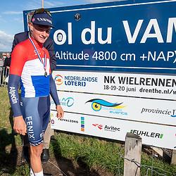 23-08-2020: Wielrennen: NK elite: Drijber <br />Mathieu van derr Poel en KNWU voorzitter Marcel Wintels onthullen bord NK 2021