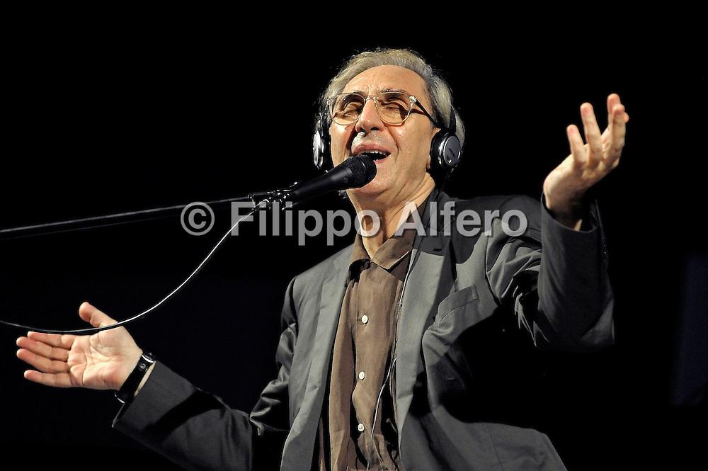 © Filippo Alfero<br /> Venaria (TO), 06/07/2009<br /> spettacolo<br /> Franco Battiato in concerto - Venaria Real Music 2009<br /> Nella foto: Franco Battiato<br /> <br /> © Filippo Alfero<br /> Turin, Italy, 06/07/2009<br /> entertainment<br /> Franco Battiato in concert at Venaria Real Music Festival 2009<br /> In the photo: Franco Battiato