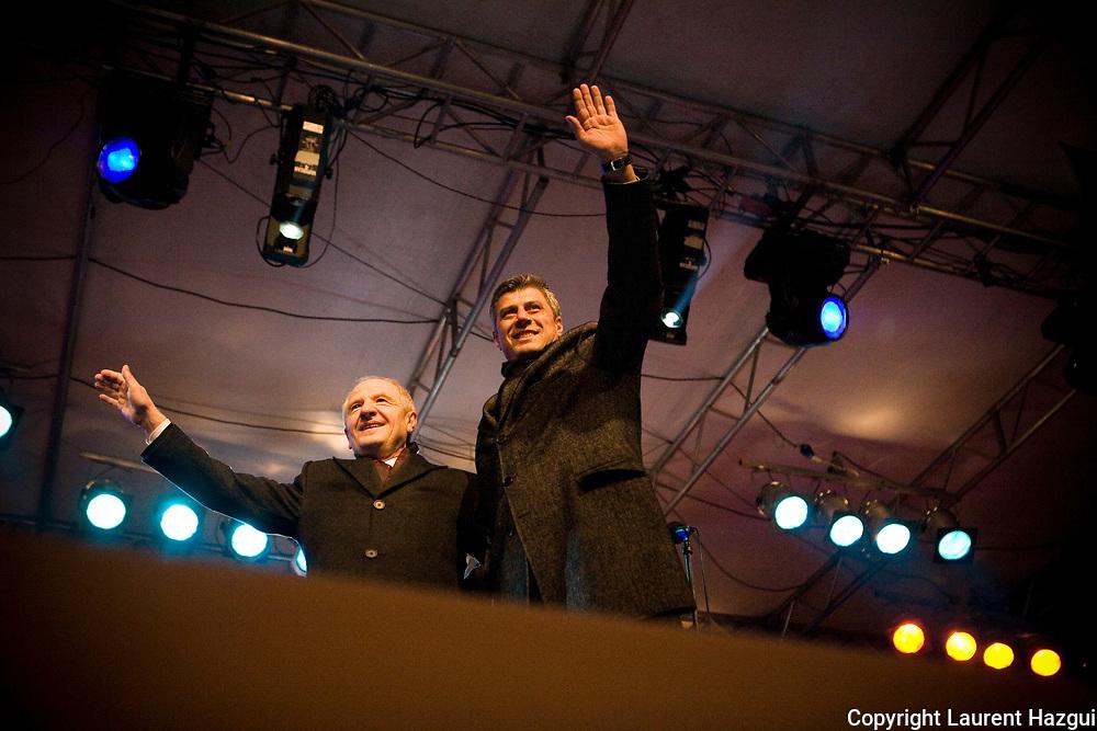 17022008. Prishtina. Jour de l'indépendance du Kosovo. Hashim Thaci (à droite), le futur premier ministre et Fatmir Sejdiu, actuel président du kosovo.