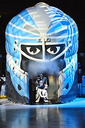 03.10.2011,  O2 World, Hamburg, GER, DEL, Hamburg Freezers vs Iserlohn Roosters, im Bild Feature Einlauf durch die Freezers-Maske John Curry (Hamburg #36) steht in der Maske. // during match at O2 World 2011/10/03, Hamburg  EXPA Pictures © 2011, PhotoCredit: EXPA/ nph/  Witke       ****** out of GER / CRO  / BEL ******